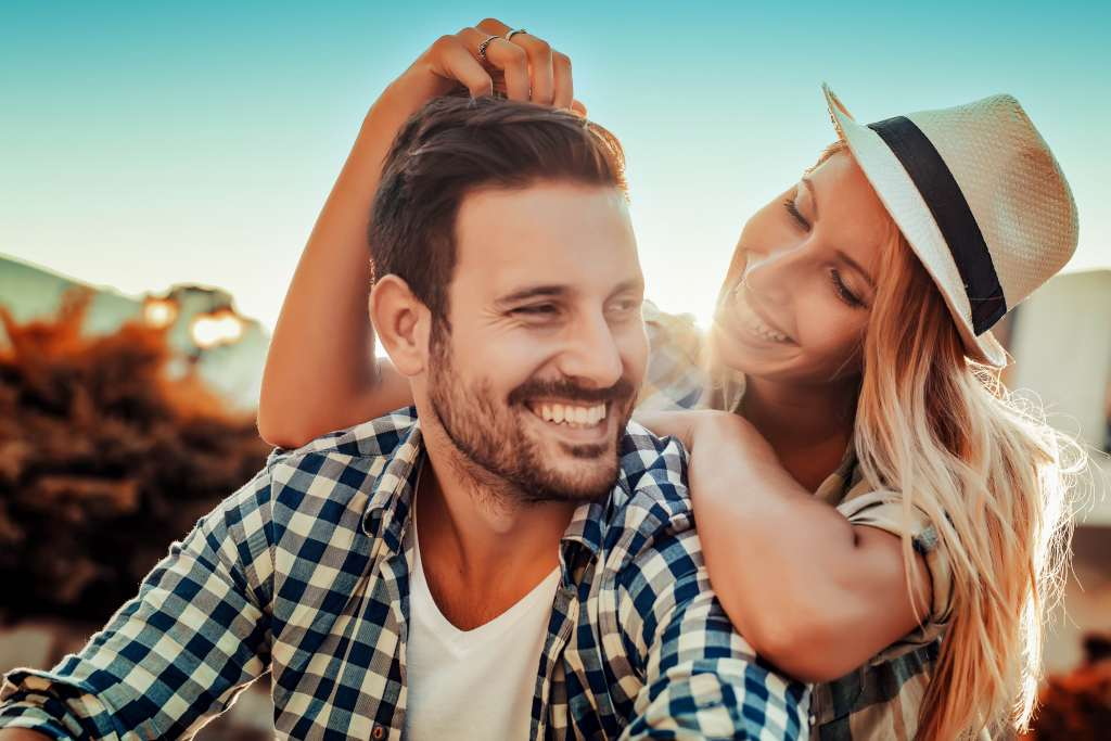 Smiling couple in love outdoors Wallpaper