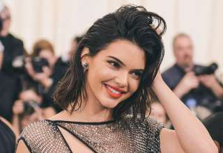 Kendall Jenner Cute Smile Wallpaper