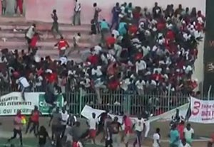 ریزش دیوار استادیوم، حاصل درگیری هواداران در سنگال!