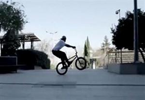 حرکات نمایشی زیبا با دوچرخه BMX