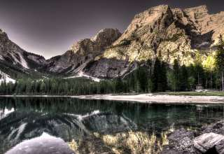Lake Mountains Reflection Wallpaper