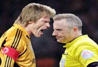 واکنش بازیکنان فوتبال هنگام درگیری