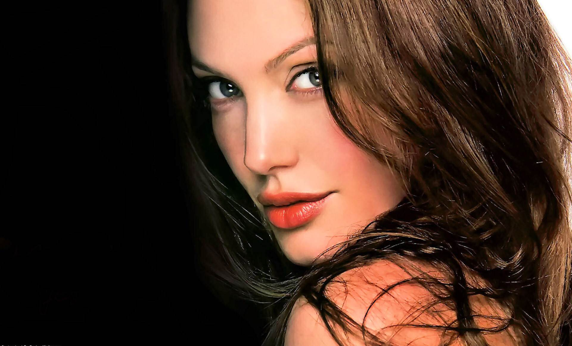 Angelina Jolie Wallpaper