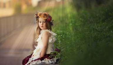 Beautiful clothes children girl Wallpaper