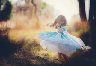 Beautiful clothes children girl Wallpaper