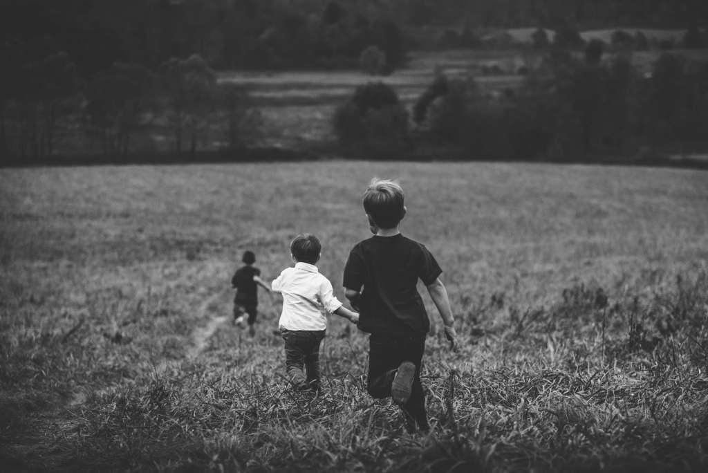 Children Field Run Wallpaper