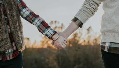 Couple Hands Tenderness Wallpaper