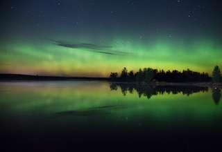Night Green Starry Sky River Wallpaper