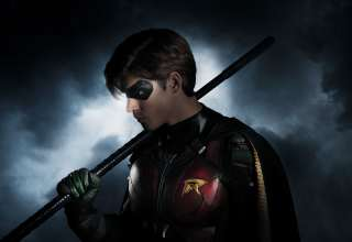 Brenton Thwaites As Robin in Titans Wallpaper