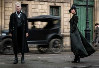 Johnny Depp and Poppy Corby Tuech in Fantastic Beasts: The Crimes of Grindelwald 2018 Wallpaper