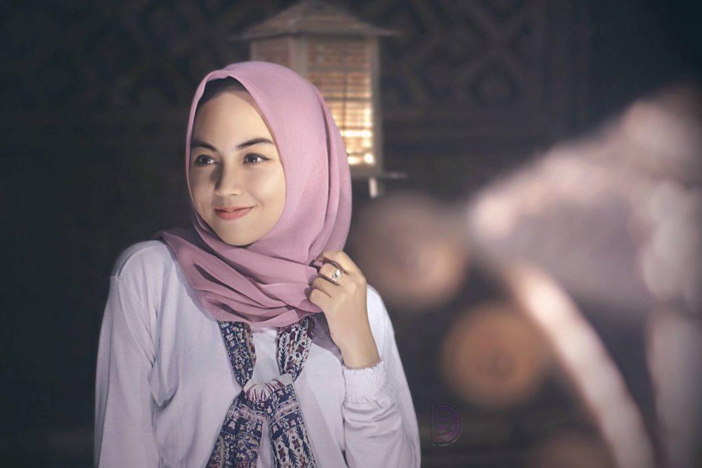 Attractive Bautiful Beauty Cutt Girl Wallpaper