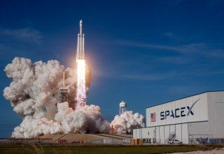 Falcon Heavy SpaceX 2018 Wallpaper