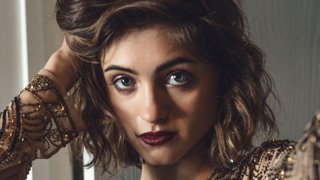 Natalia Dyer Close-up Wallpaper
