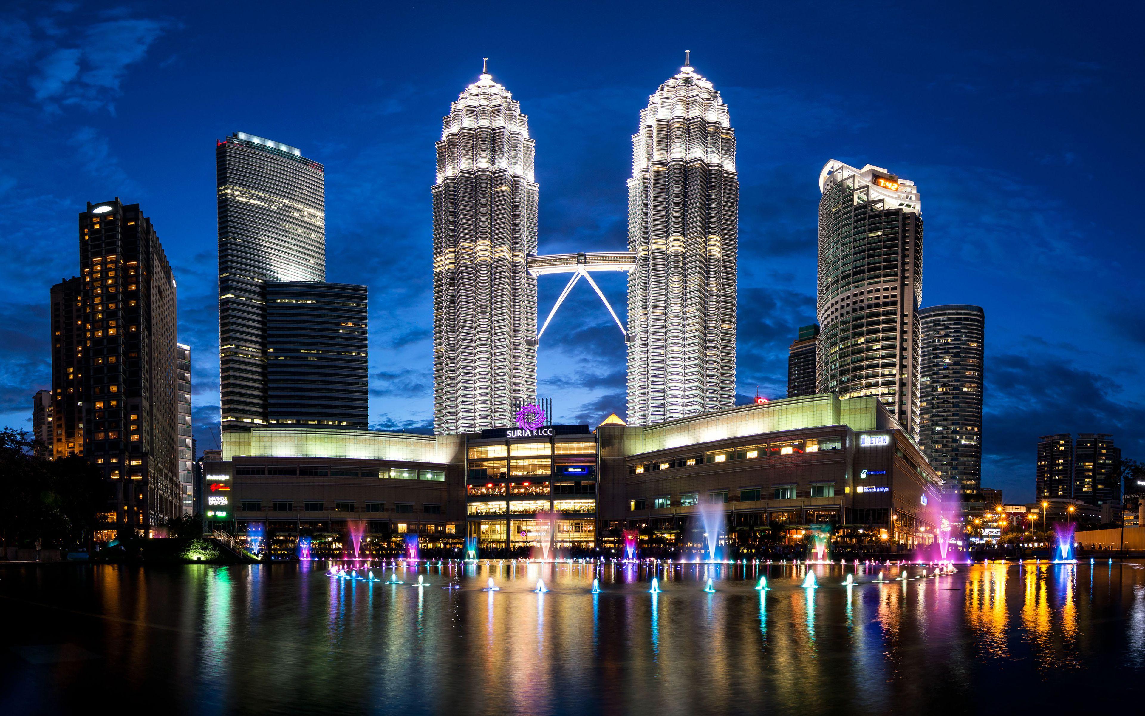 Petronas towers malaysia skyline 4k wallpaper for Wallpaper home malaysia