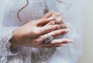 Womans hands wearing beautiful rings Wallpaper