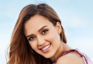 Jessica Alba Smiling Wallpaper