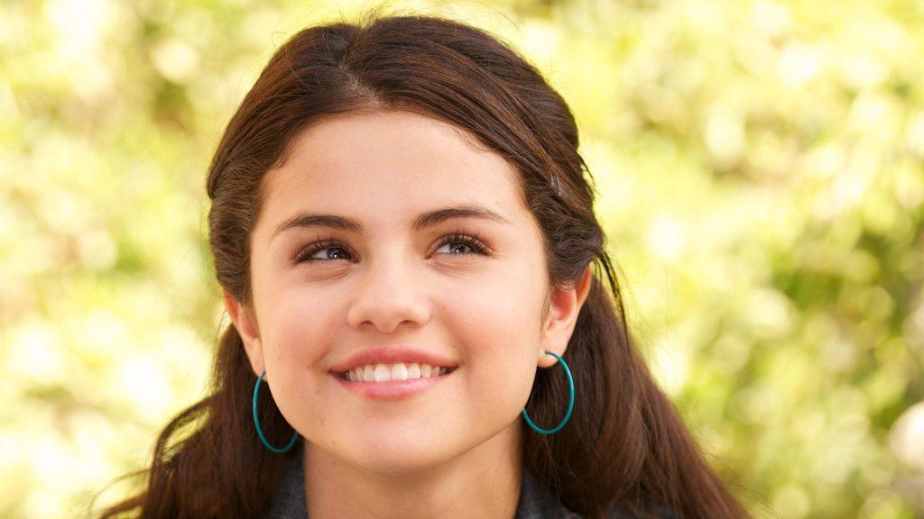 Selena Gomez Cute Look 2018 Wallpaper