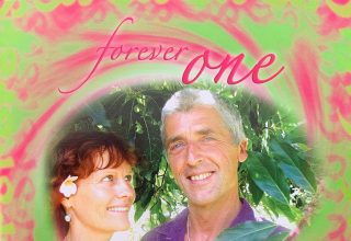 دانلود آلبوم موسیقی Forever One توسط Terry Oldfield Soraya Saraswati